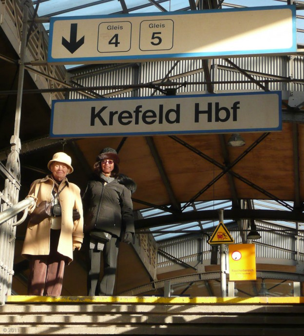 Monday, December 19th, we celebrated Susan's Mom's 80th Birthday by going to Krefeld, their ancestoral town.